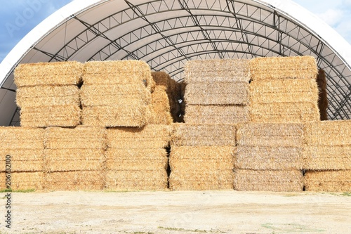 Canvas-taulu Bales in Quonset