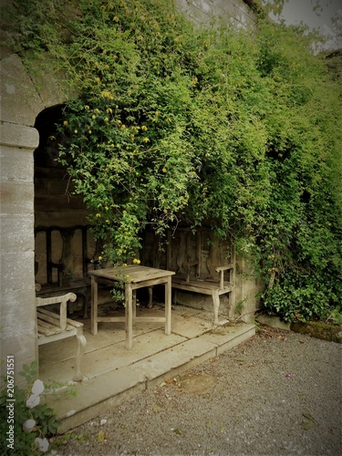 A romantic spot in an English garden Fototapeta