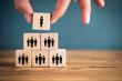 canvas print picture - Unternehmensstruktur mit Frau an der Spitze