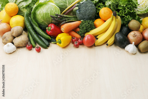 Keuken foto achterwand Keuken 野菜と果物の集合 Image of different fruits and vegetables on wooden background