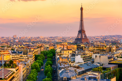 Poster de jardin Paris Skyline of Paris with Eiffel Tower in Paris, France. Panoramic sunset view of Paris