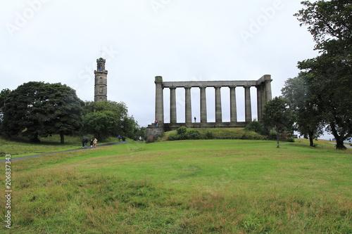 Foto op Aluminium Artistiek mon. National Monument und Nelsons Monument auf dem Calton hill, Berg in Edinburgh im Osten von Schottland