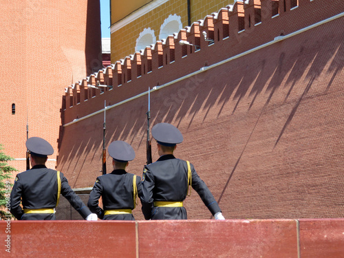 Fotografía  Russian soldiers marching near the Kremlin wall in Moscow