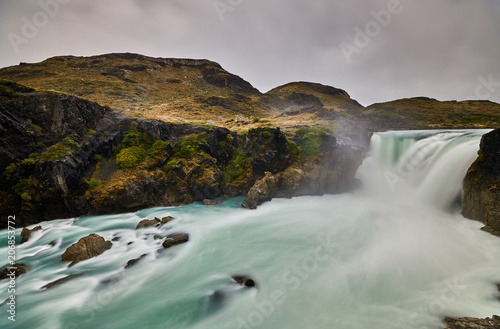 View of the Salto Grande waterfall in the Torres Del Paine park in cloudy weather Fototapet