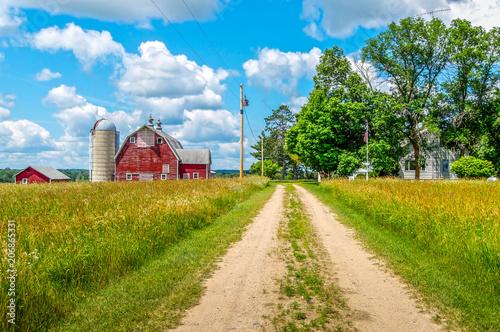 Foto  Pathway to a Minnesota Farm