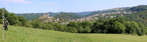 Panorama sur Najac avec un cycliste depuis la colline du Bastit, Aveyron, France Canvas Print