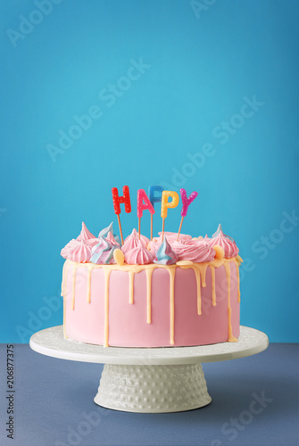 Photo  Birthday cake isolated on a blue background
