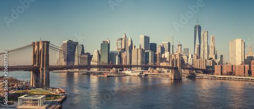 Plakat Most Brookliński i Manhattan w słoneczny dzień, Nowy Jork