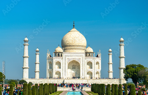 Staande foto India The Taj Mahal, the most famous monument of India. Agra - Uttar Pradesh