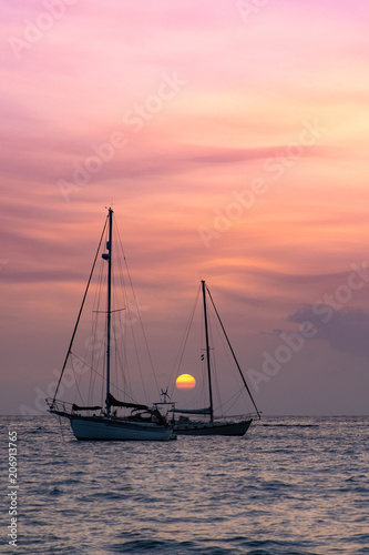 Photo Barcos al atardecer
