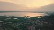 Vista aerea di un lago