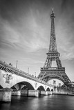 Fototapeta Wieża Eiffla - Iena bridge and Eiffel tower, black and white photogrpahy, Paris France