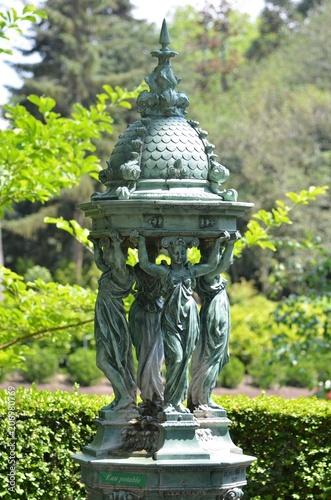 Spoed Foto op Canvas Fontaine Célèbre fontaine Wallace offerte à la population française en 1872