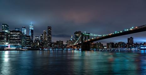 Nowy Jork nocny widok z Brooklynu