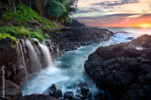 Obraz na plátne  Waterfall at Queen's Bath during sunset, Kauai, Hawaii