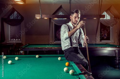 Obraz na plátně  man playing billiards