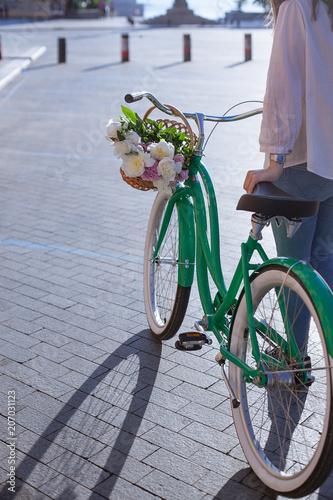 Foto op Plexiglas Fiets Women's Cycling In The City