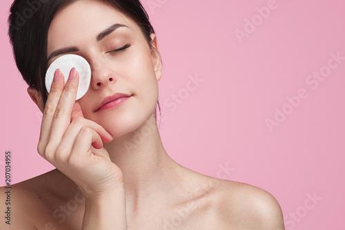 Obraz na plátně Beautiful woman using cotton pad