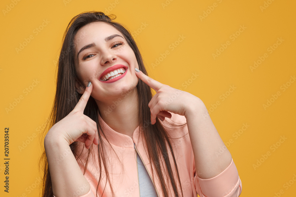 Fototapety, obrazy: Charming girl making smile