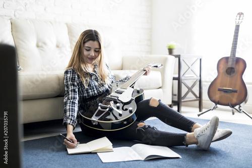 Photo Female music artist writing a song