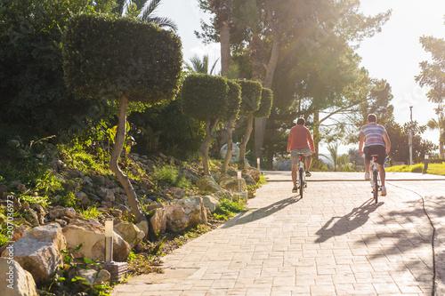 Photo sur Plexiglas Zen pierres a sable Healthy lifestyle - people riding bicycles in city park.