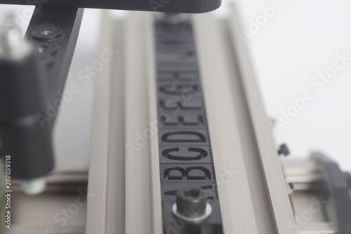 Engraving device pantograph with letterpress alphabet on a