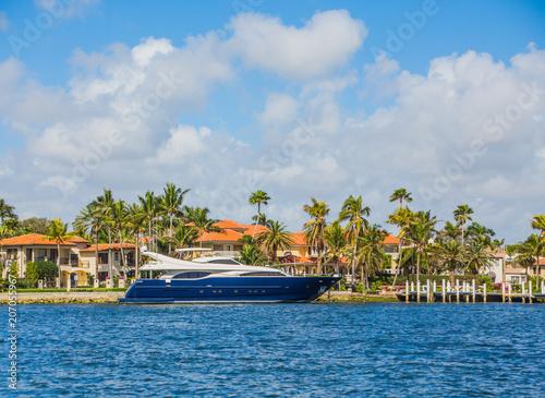 Blue Yacht at Coastal Mansion Fototapeta