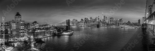 Plakat Brooklyn, Brooklyn park, Brooklyn Bridge, Janes Carousel and Lower Manhattan skyline at night seen from Manhattan bridge, New York city, USA. Black and white wide angle panoramic image.