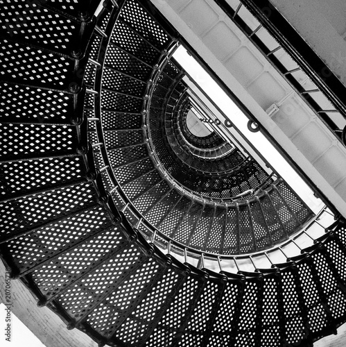 klatka-schodowa-perspektywa-ujecie-z-gory-spirala