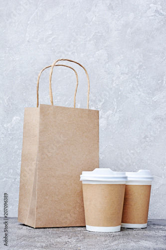 Take-out blank paper coffee cups with white covers, craft cup holders and brown packet