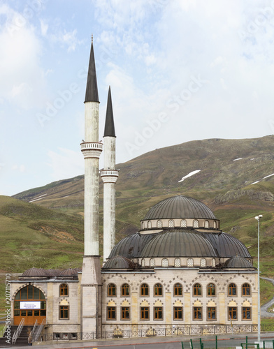 ERCIYES, TURKEY - MAY 5, 2018: Erciyes mosque near Mount Erciyes Tablou Canvas