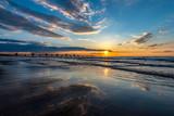 Fototapeta Fototapety z morzem do Twojej sypialni - odbicie chmur w mokrym piasku podczas zachodu słońca