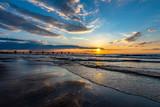 Fototapeta Fototapety z morzem do Twojej sypialni - zachód słońca z widokiem na molo w Międzyzdrojach, Polska