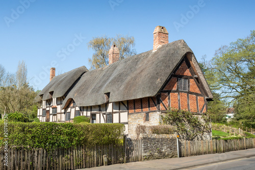 Photo  Anne Hathaway's Cottage / farmhouse where Anne Hathaway, the wife of William Shakespeare, lived as a child in the village of Shottery, Stratford-upon-Avon, Warwickshire, England