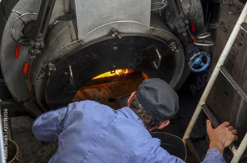 Cuadros en Lienzo fireman, stoker or boilerman . Powering a steam engine ship