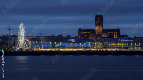 Photo  Queen Mary2, Queen Elizabeth and Queen Victoria in Liverpool to Celebrate the 17