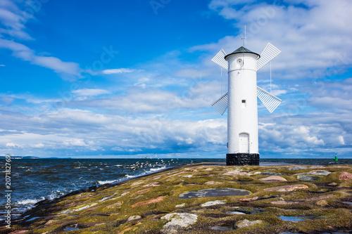 Photo Stands Lighthouse Mole an der Ostseeküste in Swinemünde, Polen