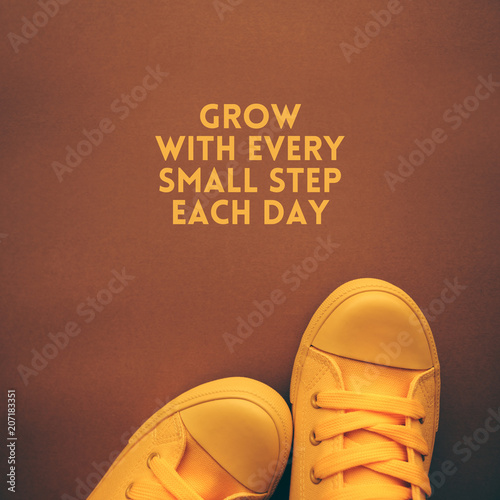 Fotomural Grow with each small step eevry day motivational quote