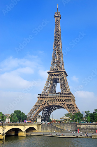 Tuinposter Eiffeltoren view of the Eiffel Tower and river Seine in Paris