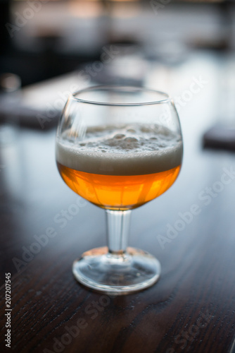 Deurstickers Alcohol Foamy amber beer in a specialty glass