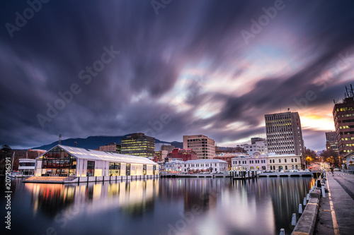 Elizabeth pier and Hobart waterfront with Mount Wellington in he background, cap Fototapet