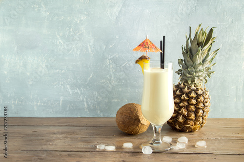 Deurstickers Cocktail Pina Colada Cocktail