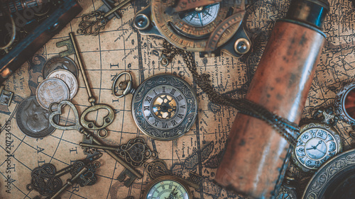 Ingelijste posters Schip Pirate Collection On Ancient World Map