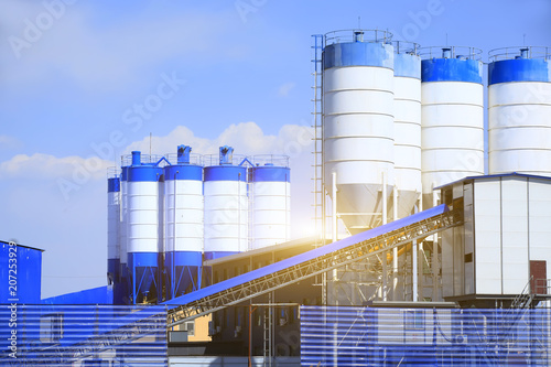Tuinposter Industrial geb. Concrete mixing tower