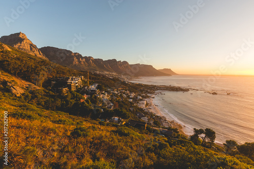 Staande foto Afrika Beautiful sunset view of the 12 Apostles in Cape Town