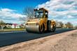 Leinwanddruck Bild - yellow road roller makes new asphalt