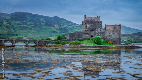 Deurstickers Kasteel Cloudy sunset at Eilean Donan Castle, Scotland