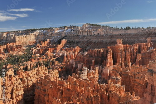Fotobehang Canyon USA. Bryce Canyon on a sunny spring day