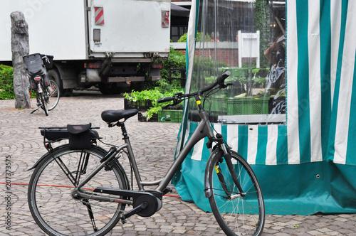 Photo  Wochenmarkt, Donnerstags ist Markttag in einer kleinen Stadt