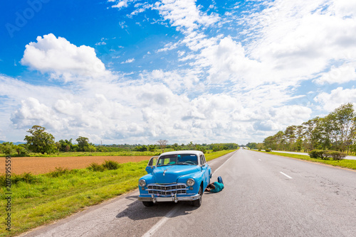 Photo VINALES, CUBA - MAY 13, 2017: American retro car on the road